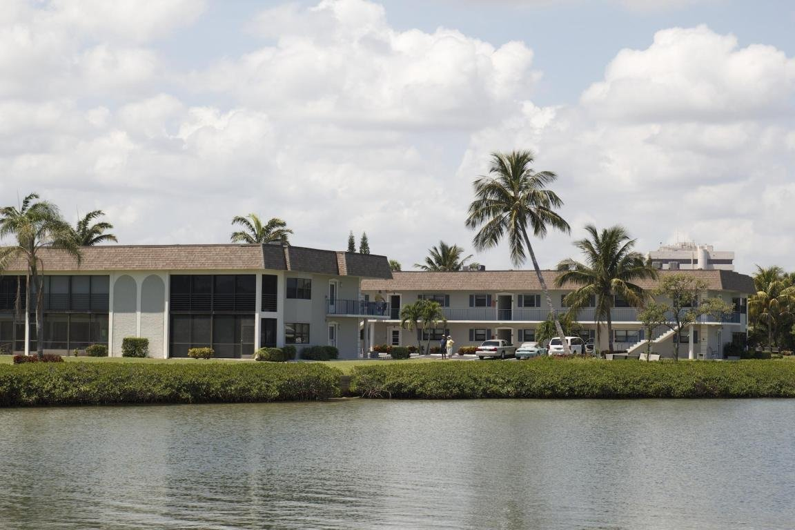 Jupiter Inlet Condo Is Located On The Beautiful Intracoastal Waterway In  Jupiter,Florida. The Community Consists Of 122 Units In 2 Story Buildings.
